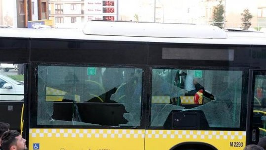 İstanbul'da polis otobüsüne saldırı