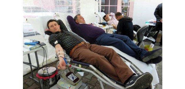 Midyat'ta polisten kan bağışı