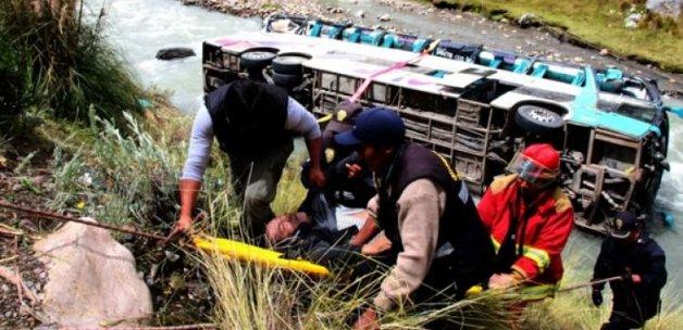 Otobüs nehre uçtu: 23 ölü