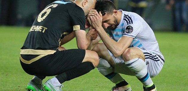 Saha Ortasında Gözyaşı Döken Mehmet Topalı Rakip Futbolcu Teselli Etti