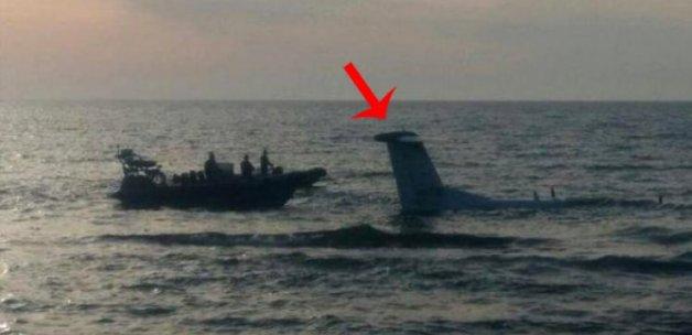 Uçak suların içine gömüldü