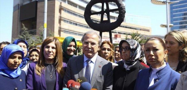 Vekiller CHP merkezine siyah çelenk bıraktı