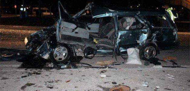 Yolcu otobüsü ile otomobil çarpıştı: 4 yaralı