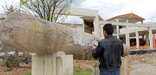 10 bin yıllık anıt taşa bakın ne yazdılar