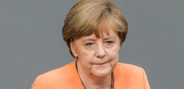 Almanların üçte ikisi Merkel'i istemiyor