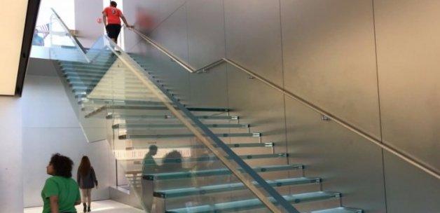 Apple 1 milyon dolarlık merdiven yaptırdı