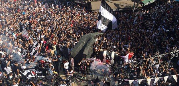 Beşiktaş taraftarları kutlamalara başladı