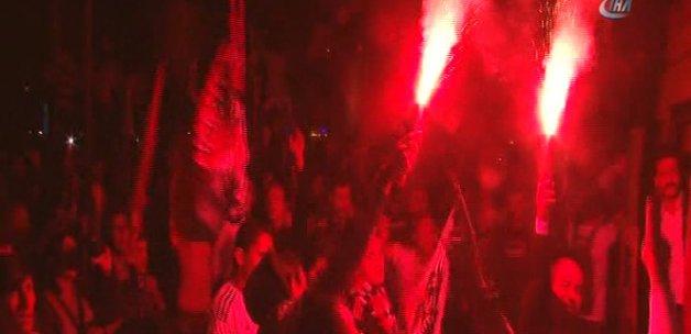 Beşiktaşlı taraftarlar galibiyet sevincini doyasıya kutladı