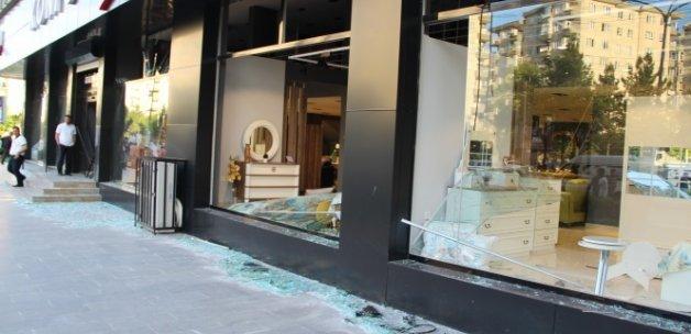 Bombalı saldırıda ev ve iş yerleri zarar gördü