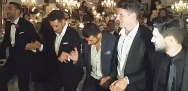 Cenk Tosun'un düğününe damga vuran görüntü! Halay başı Gomez