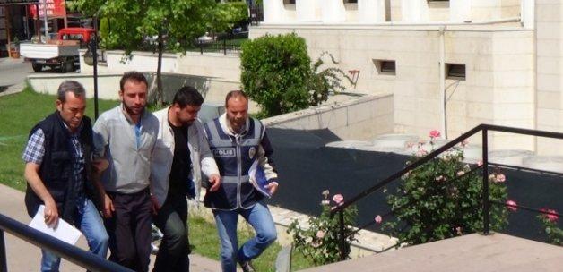 Cinayetten hükümlü iki firari mahkum polisin dikkati sayesinde yakalandı