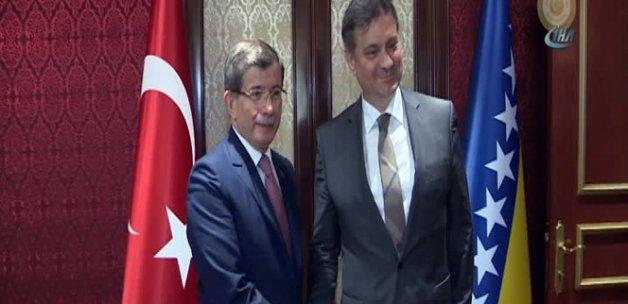 Davutoğlu, Bosna-Hersek Bakanlar Kurulu Başkanı Zvizdic'le görüştü