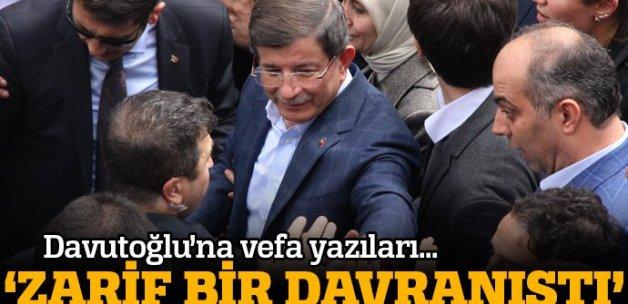 Davutoğlu'nun 'zarif davranışı' takdir topladı
