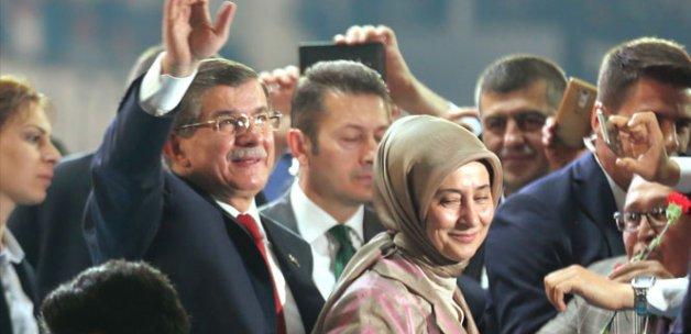 Davutoğlu'nu, Yıldırım ve partililer karşıladı