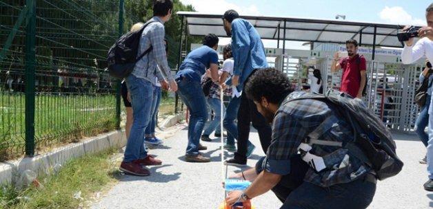 Ege Üniversitesinde turnike gerilimi: 17 gözaltı