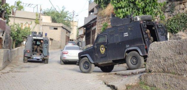 Emniyet'ten şafak baskını! 3 kişi gözaltına alındı