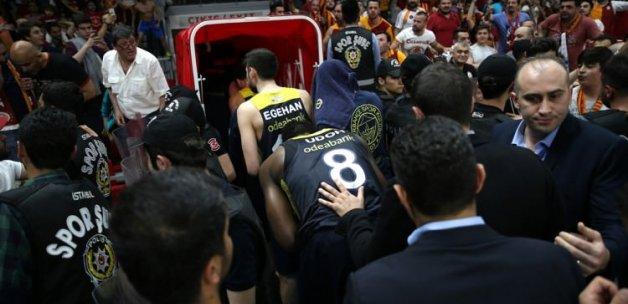 Galatasaray'a şok! Federasyon acımadı!