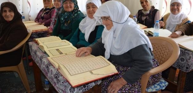 Hanım nine, 85 yaşında Kur'an-ı Kerim öğrendi