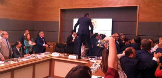 HDP'li kadın vekiller Zeydan'ın yüzünü çizdiler