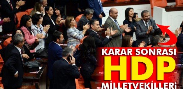 HDP'li vekillerden dokunulmazlık sonucuna alkışlı protesto