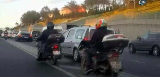 İstanbul trafiğinde hayrete düşüren görüntü!