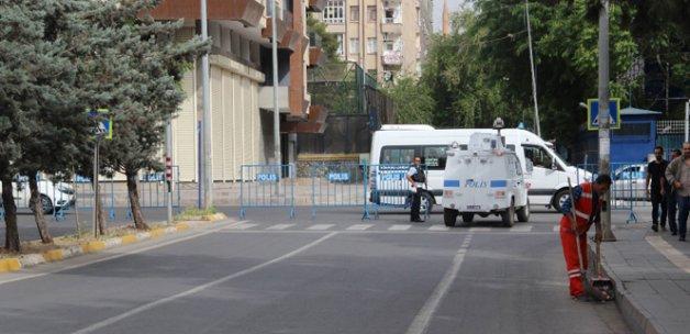 İstihbarat uyardı, valilik bariyer ve beton bloklarla önlem aldı