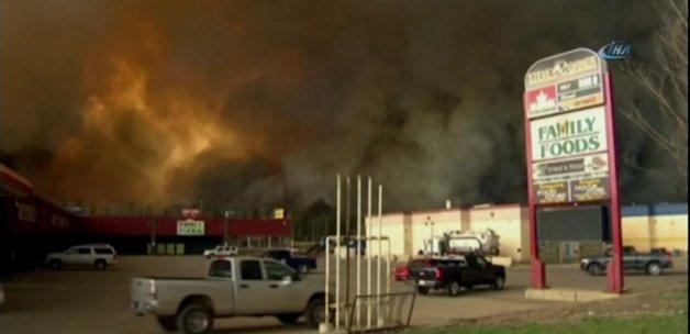 Kanada'da orman yangınının etkilediği Alberta'da olağanüstü hal ilan edildi