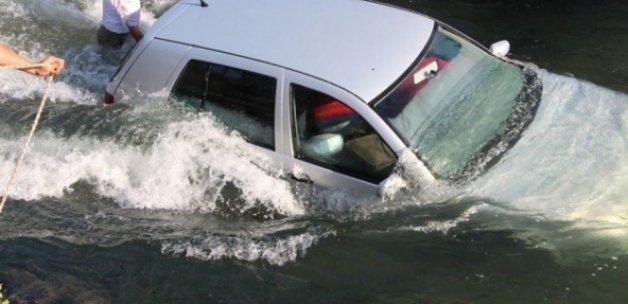 Karısının kaza yaptığını duyunca suya atladı