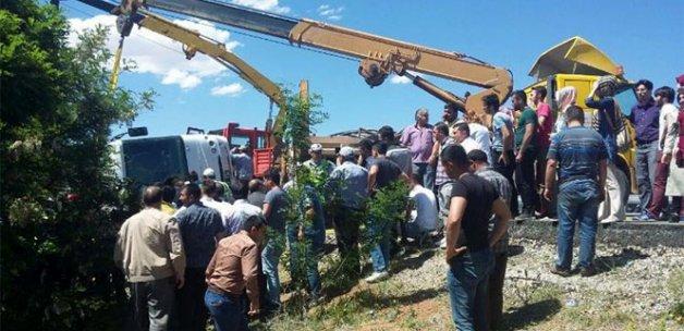 Öğrencileri taşıyan midibüs devrildi: 1 ölü, 20 yaralı