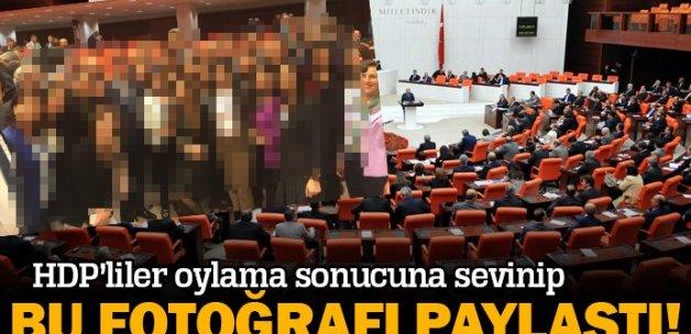Oylamanın ardından HDP'lilerden mutluluk pozu