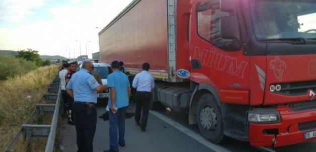 Polis ekibine TIR çarptı: 1 polis şehit