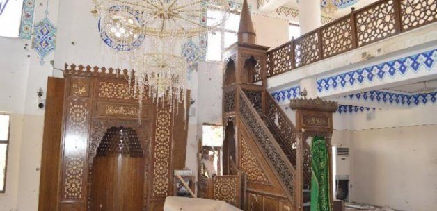 Şırnak'ta teröristler camileri de tahrip etti