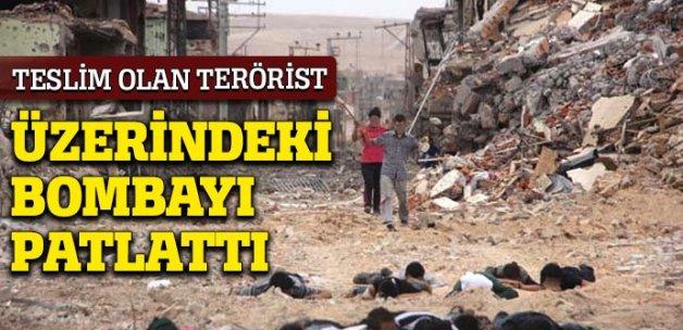 Teslim olan terörist üzerindeki bombayı patlattı!