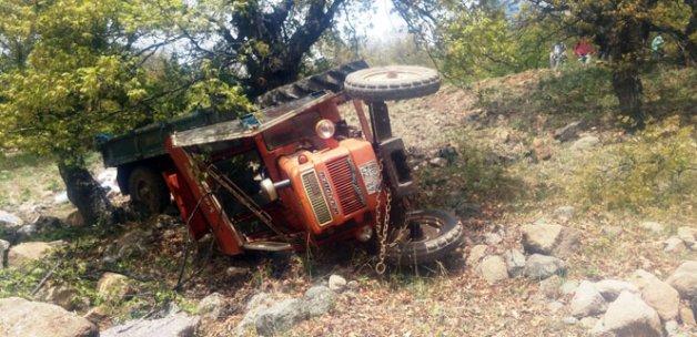 Traktör uçuruma yuvarlandı: 1 ölü, 9 yaralı