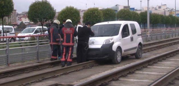 Tramvay hattında polisi alarma geçiren otomobil