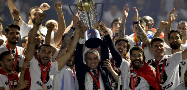 Ve kupa şampiyonun ellerinde!