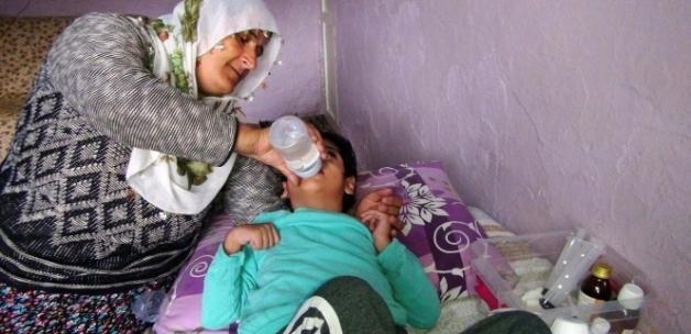 Zihinsel engelli çocuklarına bakan fedakar anneler