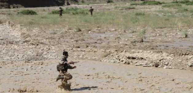 Askerler dört aylık bebeği arıyor