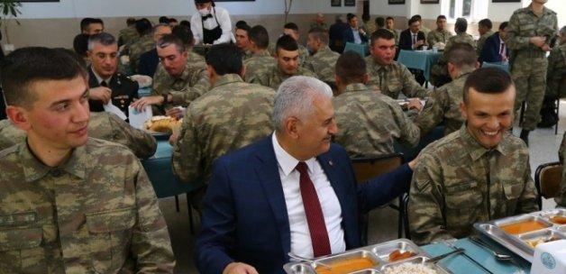 Başbakan Binali Yıldırım Ordu Komutanlığını ziyaret etti