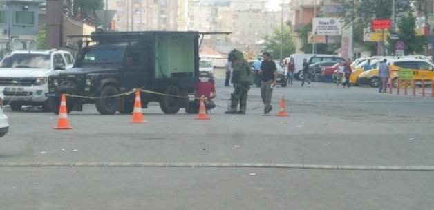 Diyarbakır Emniyet Müdürlüğü önünde şüpheli araç alarmı
