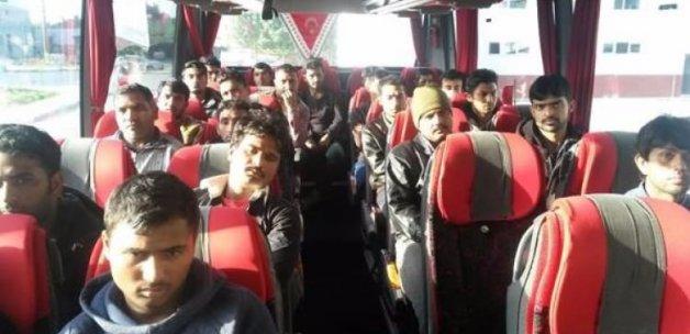 Göçmen kaçakçılığına 3'ü asker 14 gözaltı