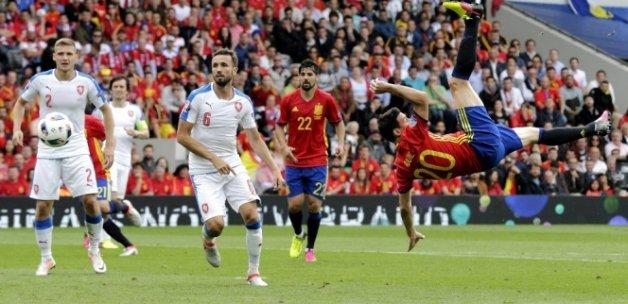 İspanya, Çek Cumhuriyeti'ni 1-0'la geçti