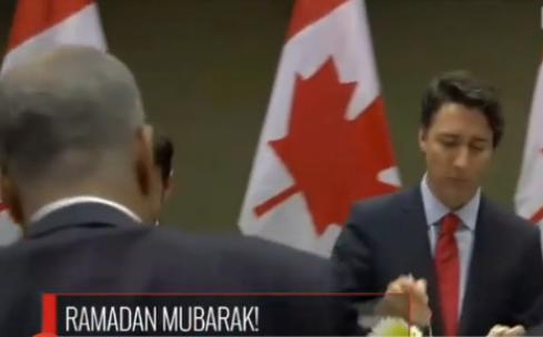 Kanada Başbakanı'ndan bir anlamlı hareket daha!