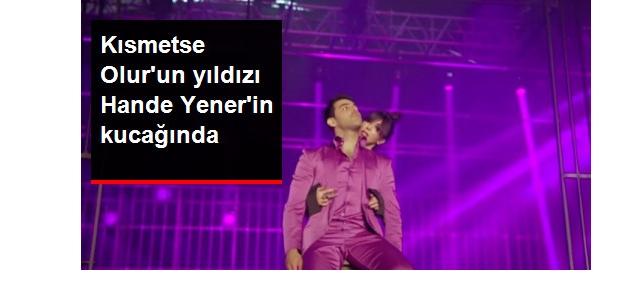 Kısmetse Olur'un Yıldızı Hande Yener'in Klibinde Kucağına Oturdu