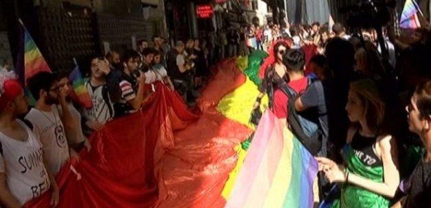 LGBTİ gruba polis müdahalesi