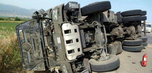Manisa'da askeri araç devrildi
