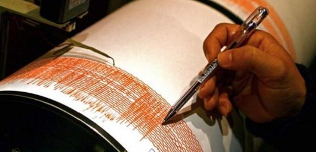 Marmara Denizi'nde deprem! Vatandaş sokağa döküldü
