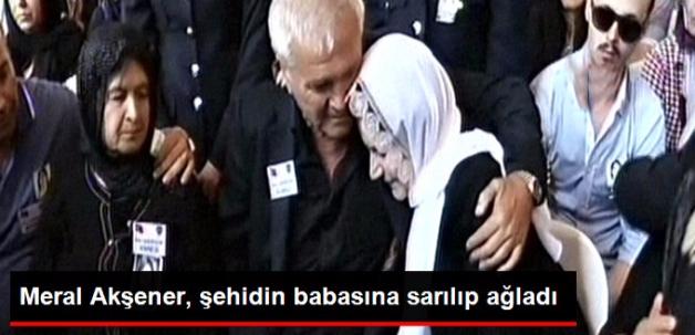 Meral Akşener Şehidin Babasına Sarılarak Ağladı