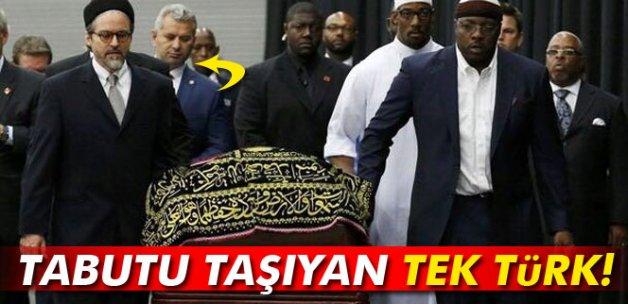 Muhammed Ali'nin tabutunu taşıyan tek Türk