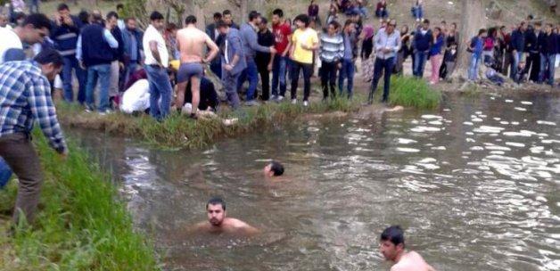 Muradiye Şelalesi'ne giren 2 öğrenci boğuldu